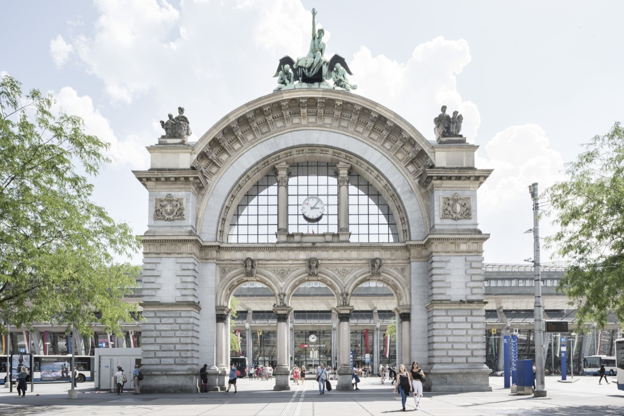Lucerne station shops and opening hours SBB