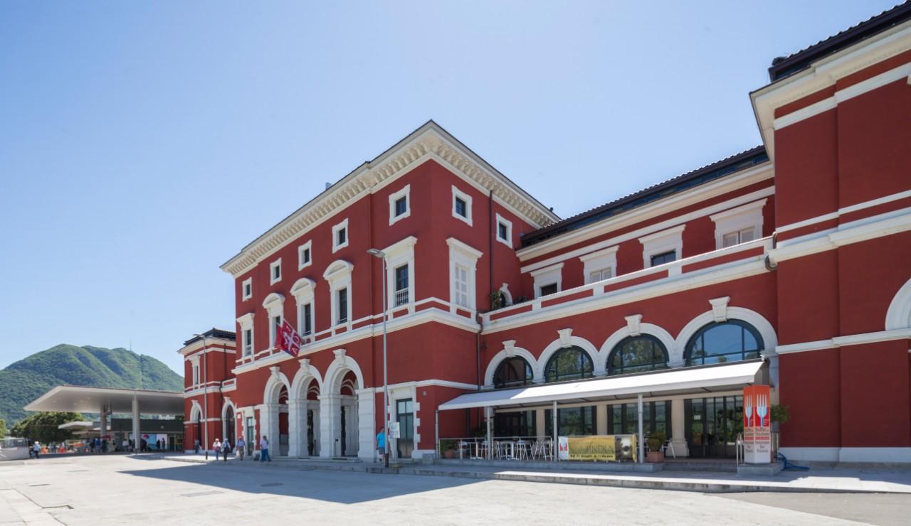 Ufficio Cambio A Lugano : Stazione di lugano u shopping e non solo ffs