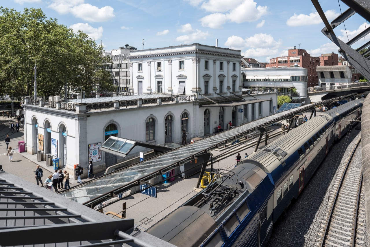 Zurich Stadelhofen Station Shopping And More Sbb