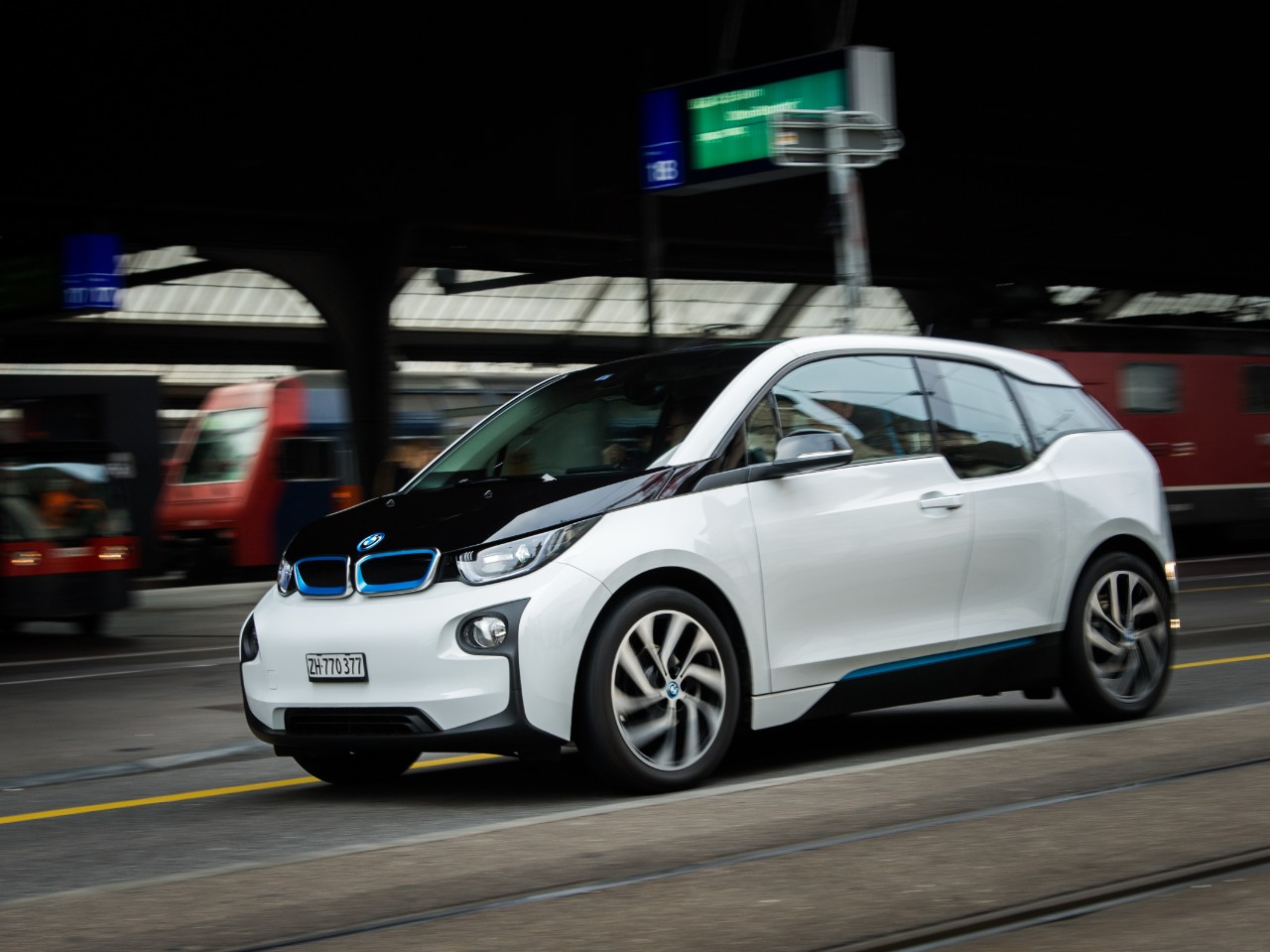 How the BMW i3 drives.
