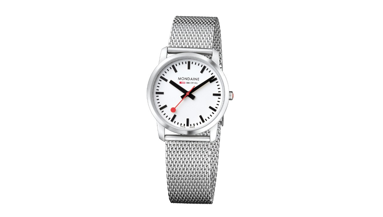 This watch has a white face, housing made of brushed stainless steel and a diameter of 36mm. The strap is made of metal and is 20mm wide.